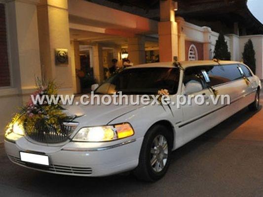 xe cưới màu trắng LINCOLN LIMOSIN KRYSTAL