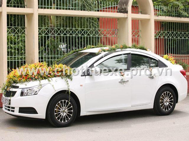 Xe cưới màu trắng Chevrolet Cruze